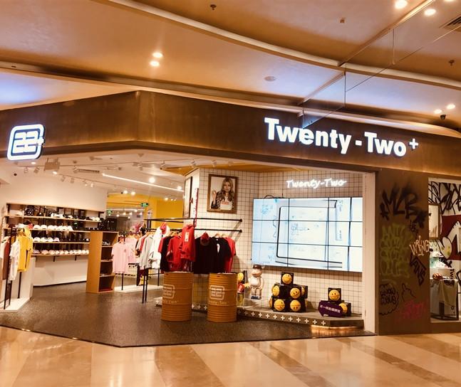Twenty-Two铺面广告